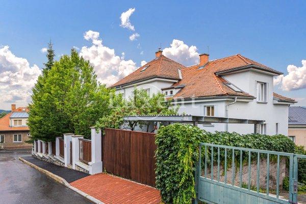 Prodej prostorné vily, 528 m2, na poz. 743 m2,