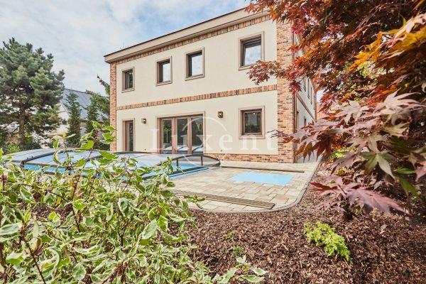 Prodej rodinné vily 7+kk, 261 m2, na poz. 685 m2,